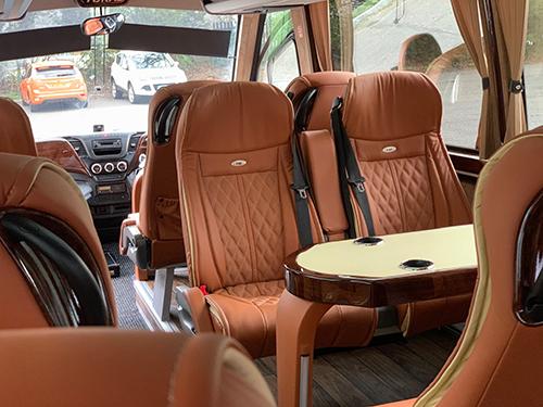 14 seat luxury travel